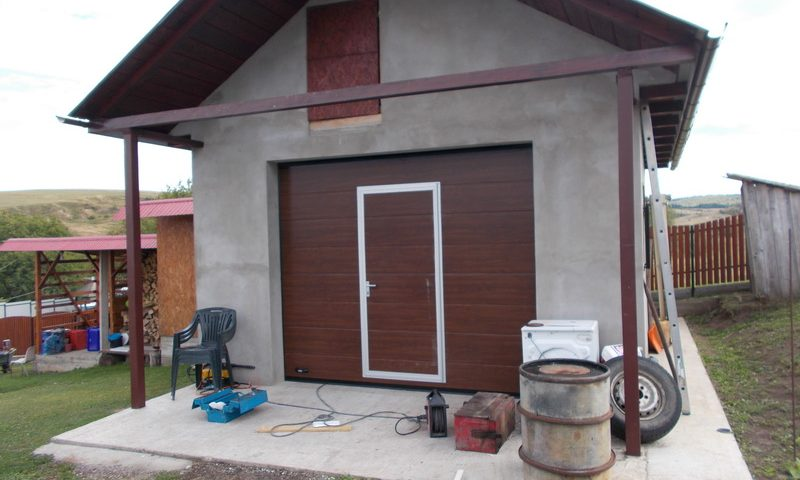 usa de garaj cu usa pietonala Iasi